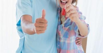 счастливая пара купила квартиру