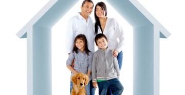 Счастливая семья с собакой